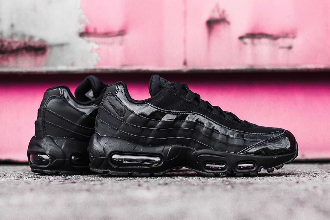 Nike Air Max 95 Jd Sports Australia Black Pair Lateral Pink Background