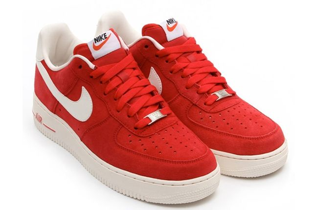 Nike Air Force 1 Low Suede Red Angle 1