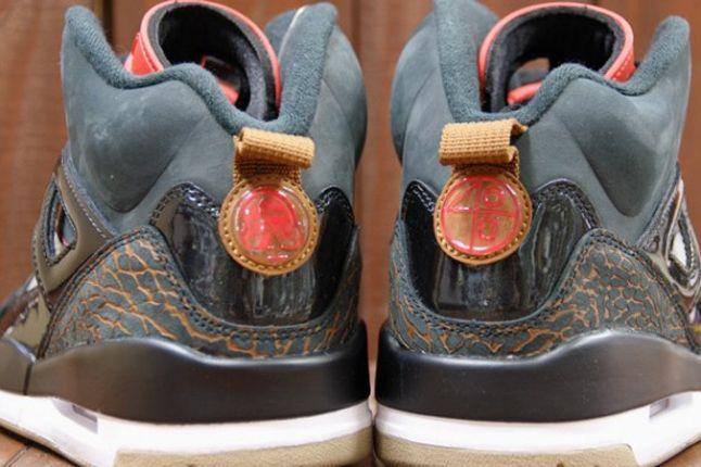 Air Jordan Spizike Blk Challenge Red Heel Detail 1