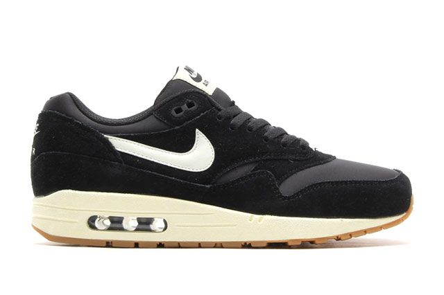 Air Max 1 Essential Blk Sideview