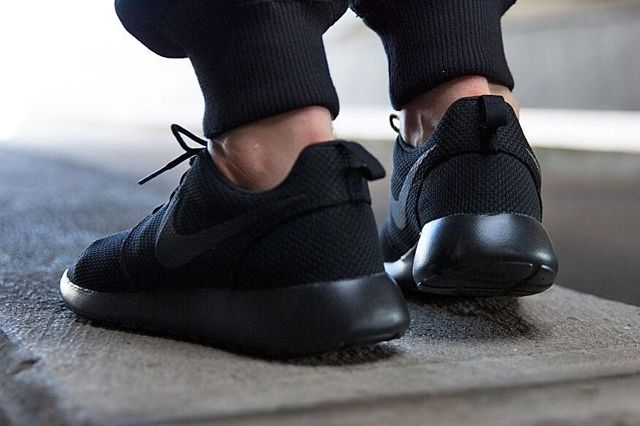 Nike Roshe Run Triple Black 7