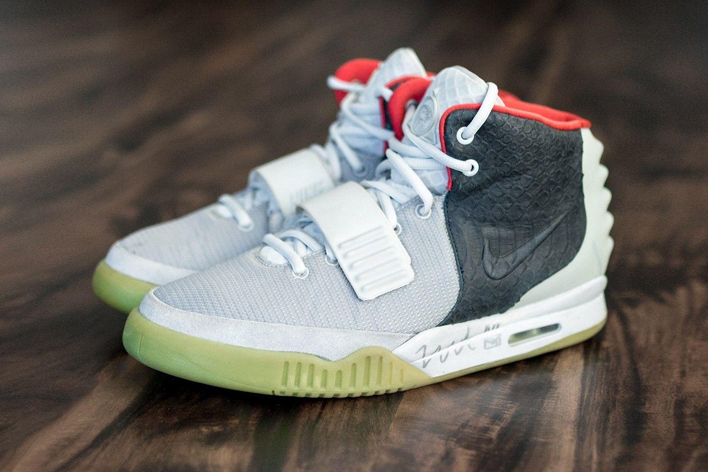 Nike Air Yeezy 2 'Mismatch' Sample