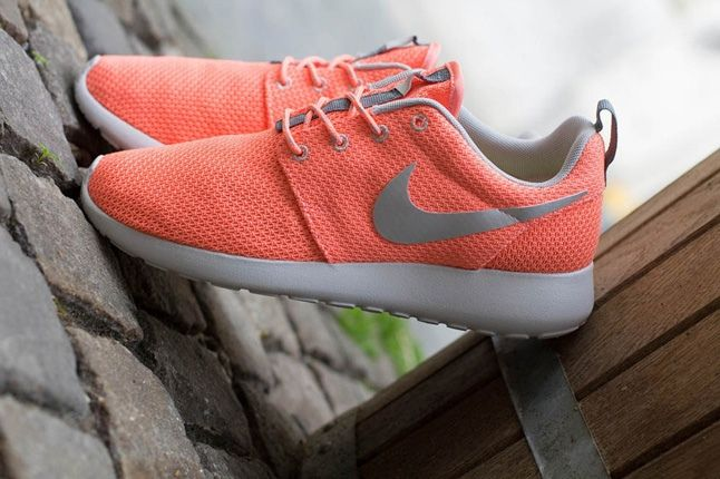 Nike Roshe Run Atmcpnk Mtllcsilv Profile1 1