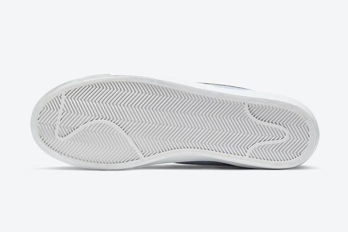 Nike Blazer Mid 77 Hydrogen Blue Outsole