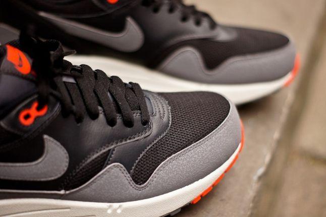 Nike Air Max 1 Essential Black Grey Toe Detail 1