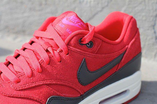 Nike Air Max Gym Red Tongue 1