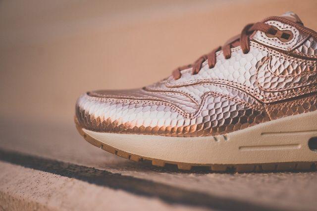 Nike Am1 Cutout Prm Metallic Bronze 5