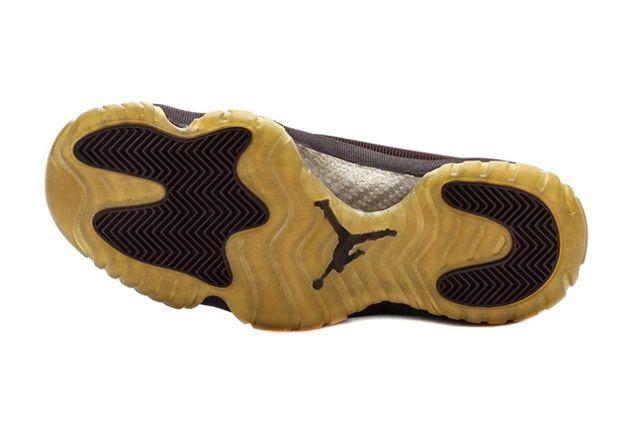 Air Jordan Future Burgundy Metallic Gold 11