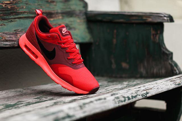 Nike Tava University Red 3