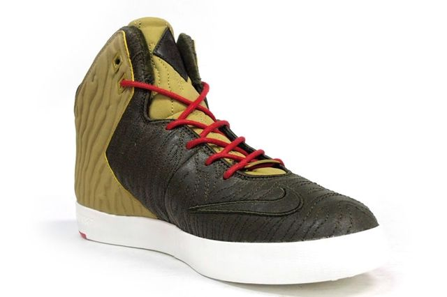 Nike Le Bron 11 Lifestyle Kings Pride Angle