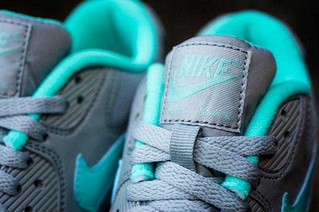 Nike Womens Air Max 90 Silver Hyper Turquoise 2