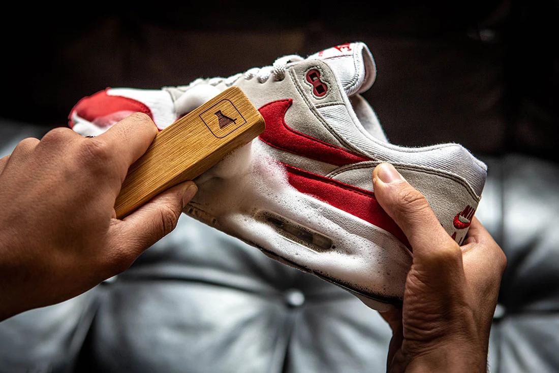 Shoe Cleaning Using Brush