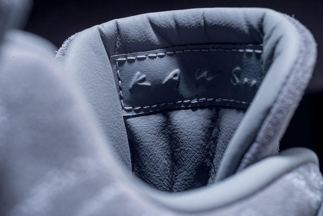 Kaws X Air Jordan 4 21