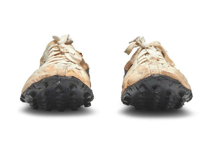 Nike Waffle Racer Moon Shoe Front Toe