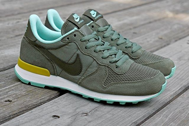Nike Wmns Internationalist Iron Green Cargo Khaki