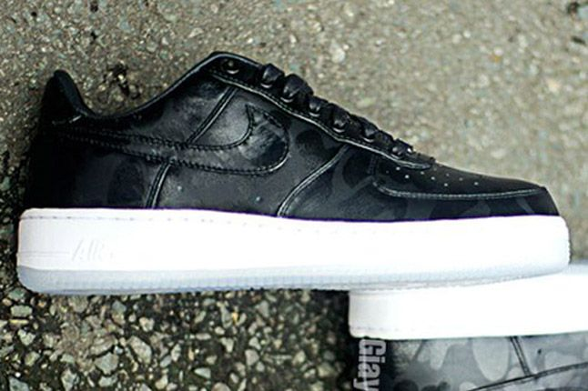 Nike Air Force One 1 Supreme Black Camo Side Profile 1