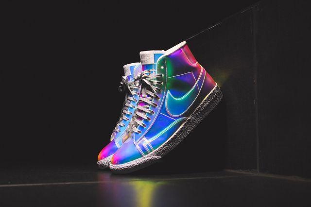 Nike Wmns Blazer Mid Irisdescent Bump 2