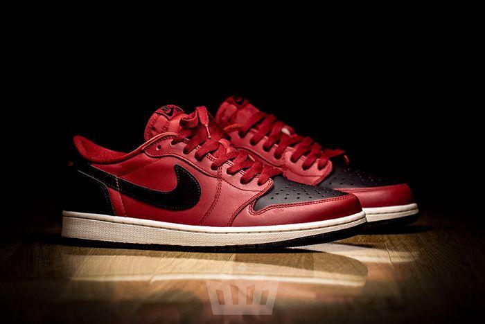 Air Jordan 1 Low Un Bred3