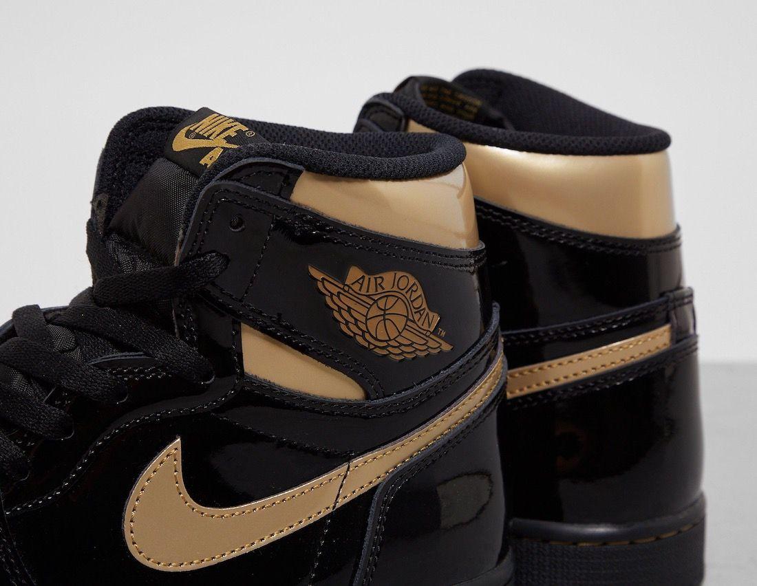 Air Jordan 1 Black Metallic Gold Collar