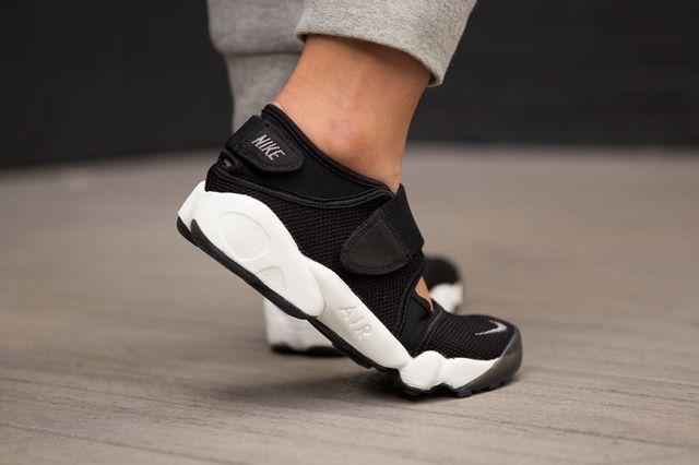 Nike Air Rift Black Cool Grey 2