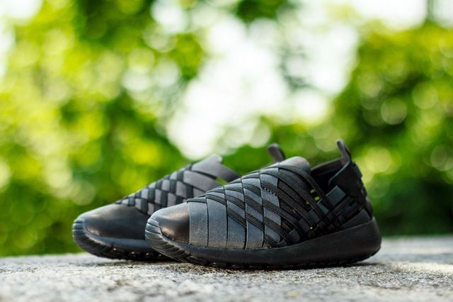 Nike Wmns Rosherun Woven Triple Black 5