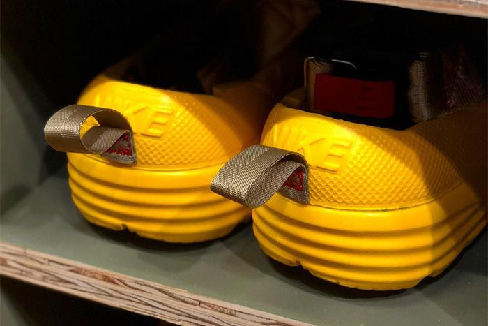 Tom Sachs Nike Solarsoft Sandals Yellow Tea Ceremony Exhibition Tokyo