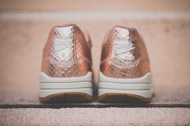 Nike Am1 Cutout Prm Metallic Bronze 1