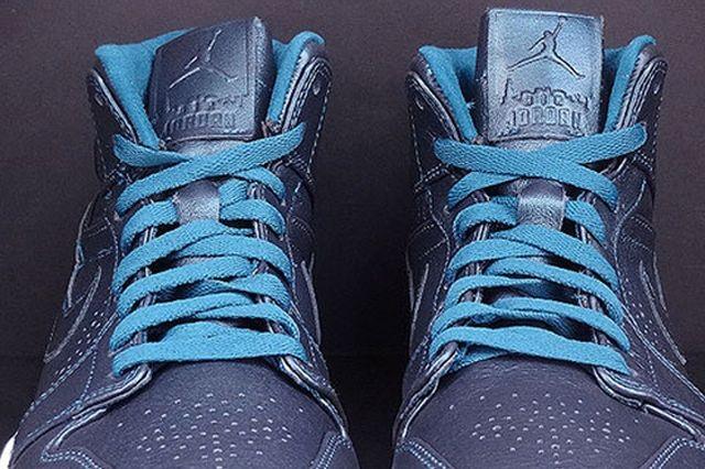 Air Jordan 1 Mid Nouveau Space Blue 02
