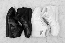Air Jordan 1 Mid Essentials Pack Thumb