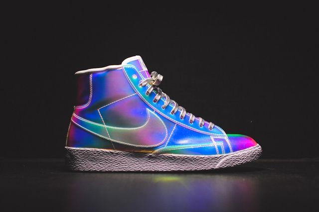 Nike Wmns Blazer Mid Irisdescent Bump 6