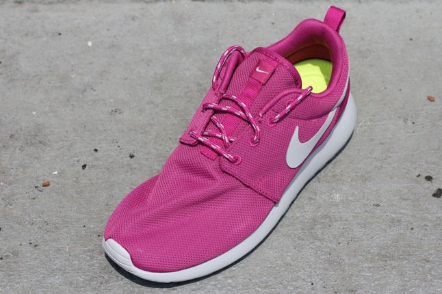Nike Womens Roshe Run Rave Pink 02 1