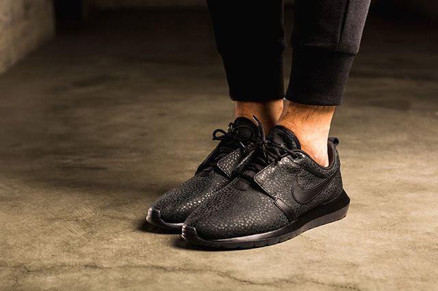 Nike Roshe Triple Black Safari 3