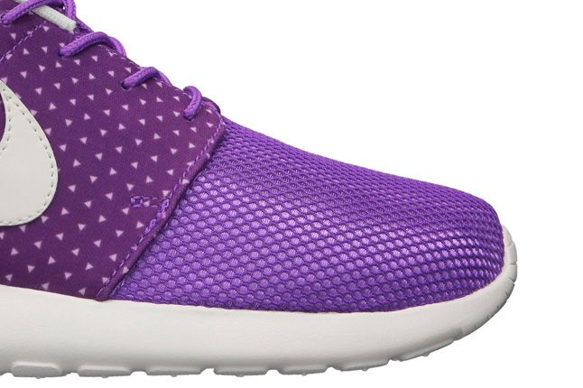 Nike Roshe Run Purple Rain Toe Detail 1