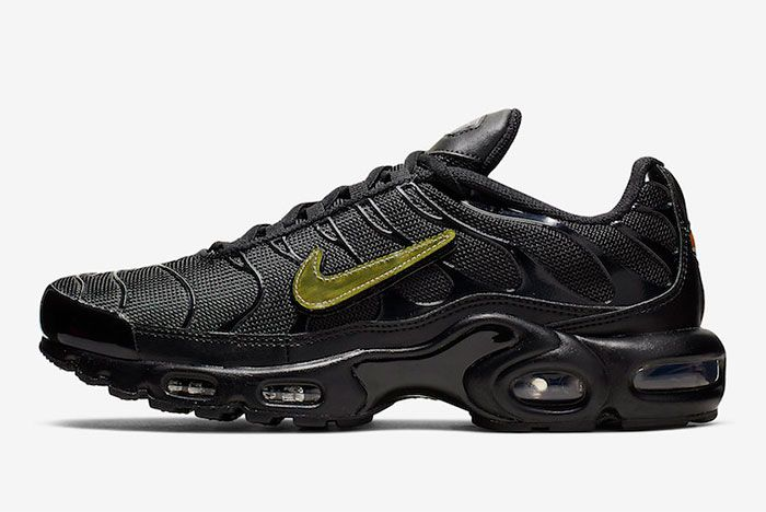 Nike Air Max Plus Black Metallic Gold Cj9696 001 Lateral Side Shot
