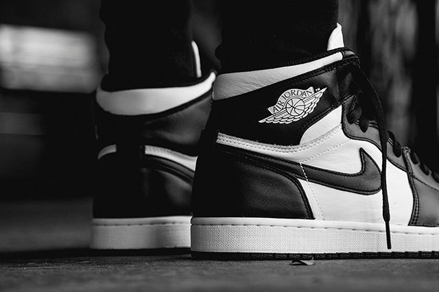 Air Jordan 1 Black White 4