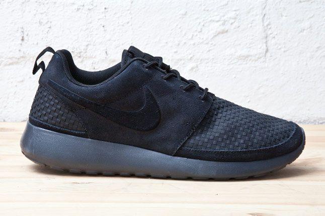 Nike Roshe Run Woven Blk Side 1