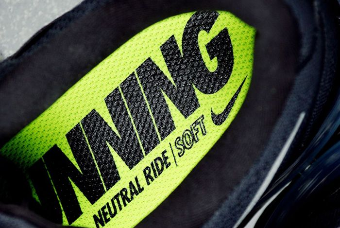 Nike Air Max 2016 Black White 2