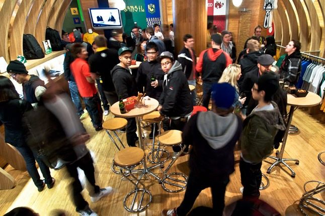 Atrium Store Nike 3 1