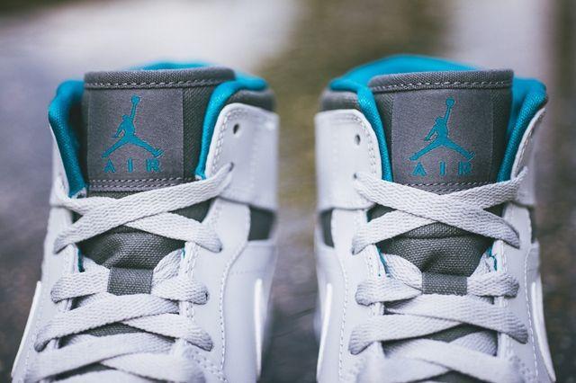 Air Jordan 1 Mid Wolf Grey Tropical Teal 3