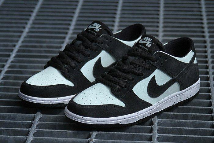 Nikesb Dunk Low Black Barelygreen7