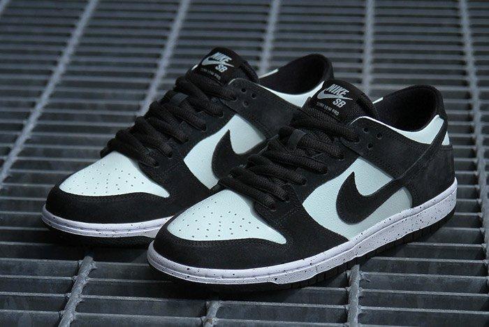 Nikesb Dunk Low Black Barelygreen7