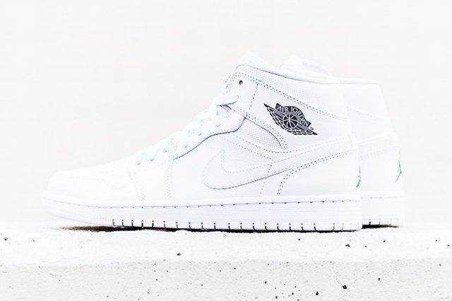 Air Jordan 1 Mid White Cool Grey Thumb