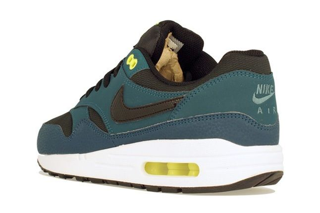 Nike Am1 Wmns Fall Overkill Delivery 11
