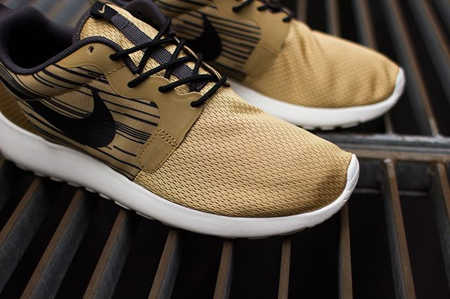 Nike Roshe Run Hyperfuse Gold Black 5