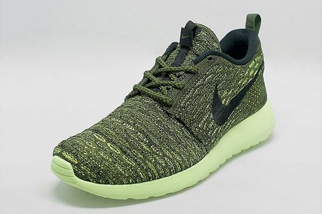 Nike Roshe Run Flyknit Womens Green Envy