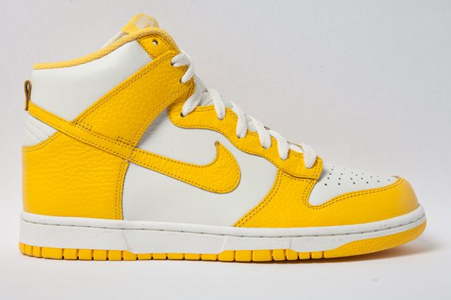 Nike Dunk High Varsity Maize Side 1