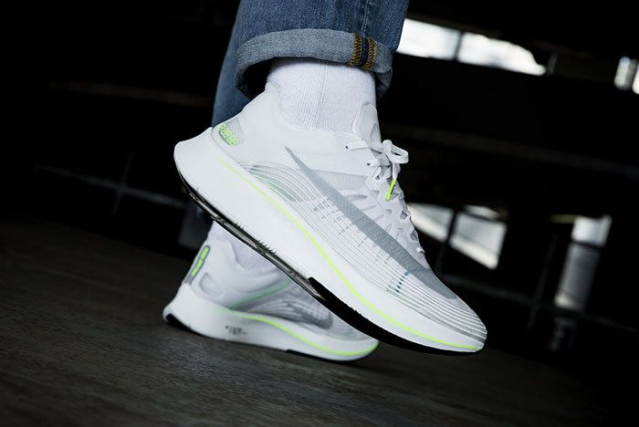 Nike Zoom Fly Volt 1