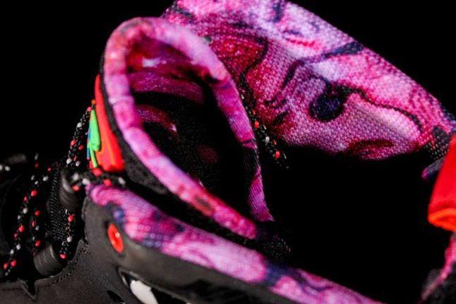 Nike Barkley Posite Max Galaxy Raygun Heel 1