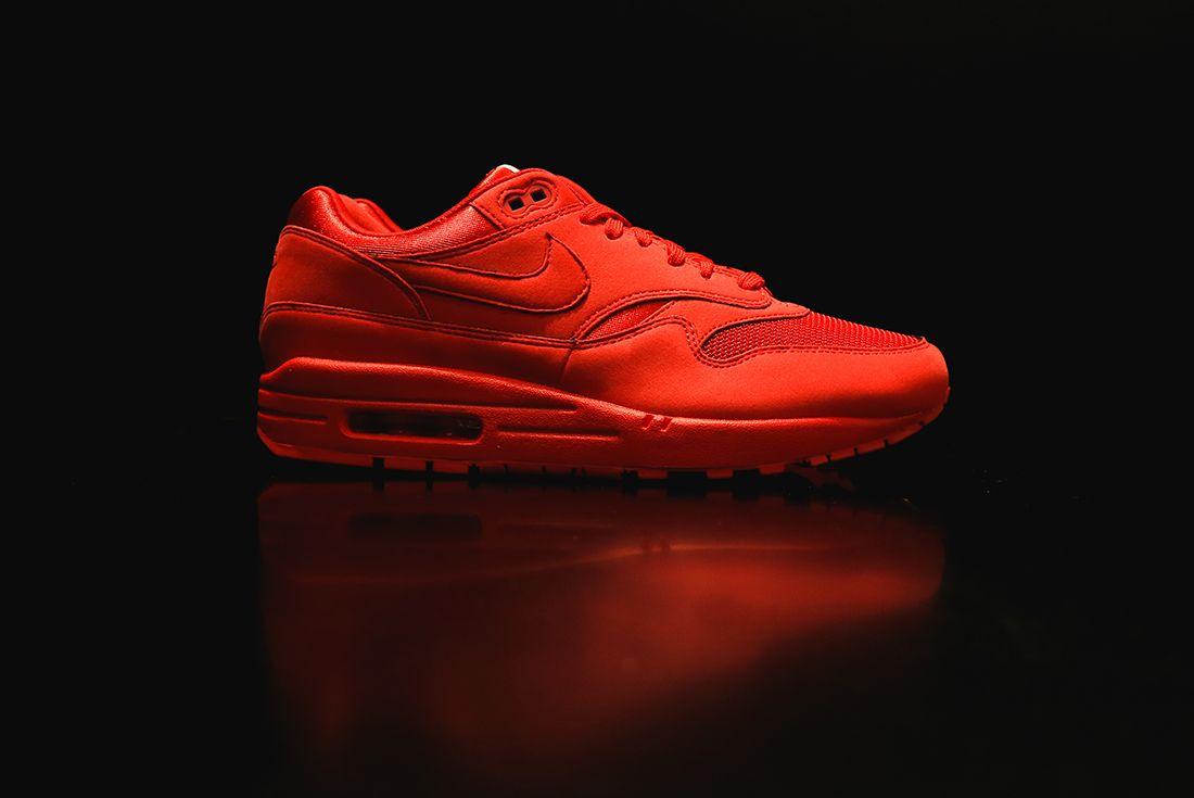 Nike Air Max 1 Premium Triple Og2