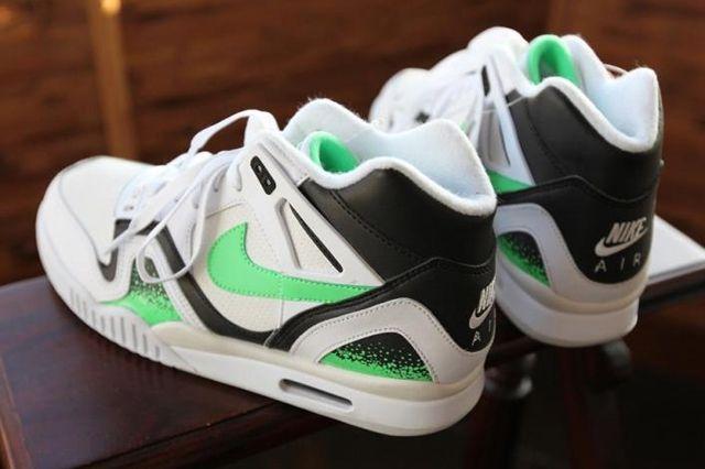 Nike Air Tech Challenge Poison Green 1